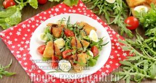 Салат с жареным сыром и помидорами фото