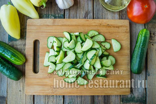 салат из огурцов на зиму в томатной заливке_4