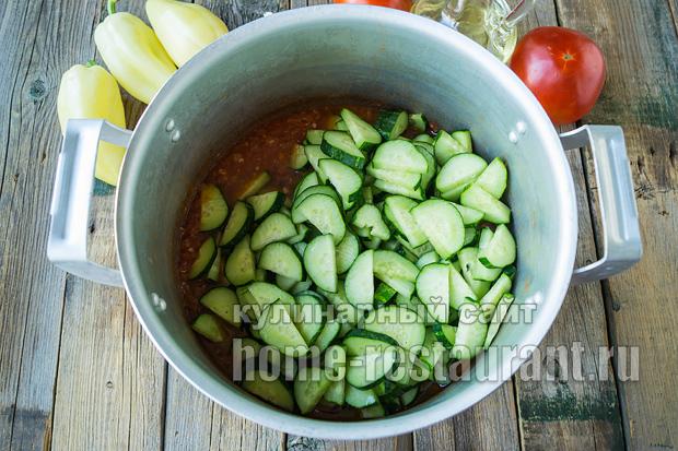 салат из огурцов на зиму в томатной заливке_5