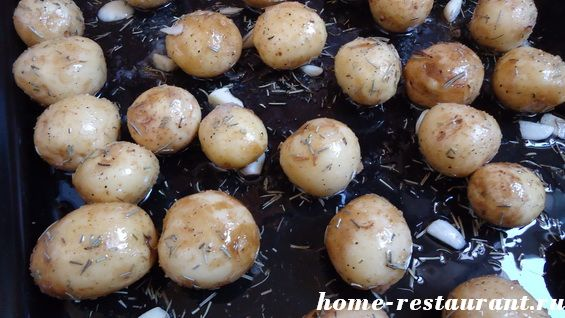 молодой картофель запеченный в духовке