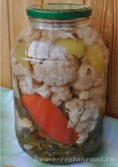 Маринованная цветная капуста с овощами