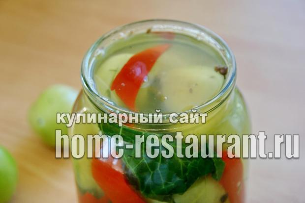Зеленые помидоры фаршированные на зиму зеленью и чесноком фото_03