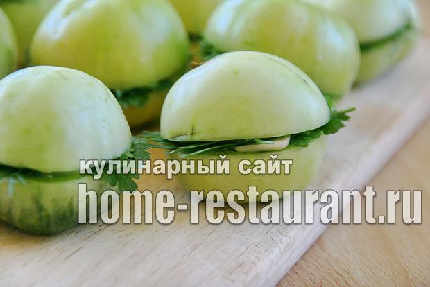 Зеленые помидоры фаршированные на зиму зеленью и чесноком фото_09