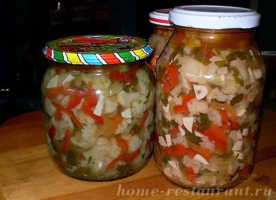 Салат из цветной капусты с чесноком, петрушкой и перцем
