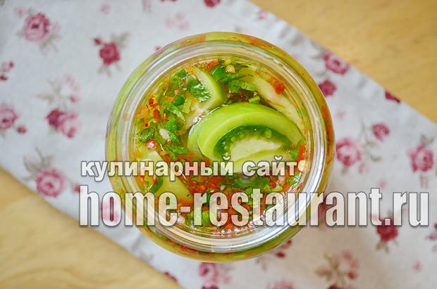 Маринованные зеленые помидоры с чесноком, перцем и зеленью_07