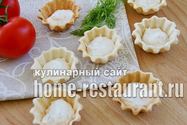Закуска с красной икрой в тарталетках с сырно-сметанной пастой_4