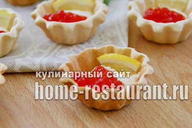 Закуска с красной икрой в тарталетках с сырно-сметанной пастой_6