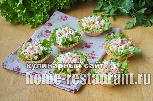 Салат в тарталетках с крабовыми палочками и красной икрой_4