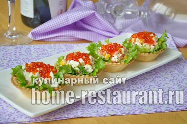 Салат в тарталетках с крабовыми палочками и красной икрой_6