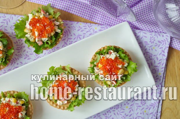 Салат в тарталетках с крабовыми палочками и красной икрой_7