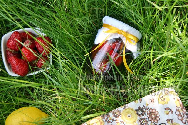 варенье клубничное с ванилином и лимоном фото 12