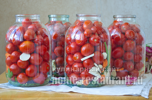 соленые помидоры на зиму в банках фото_1