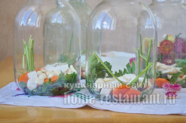 соленые помидоры на зиму в банках фото_2