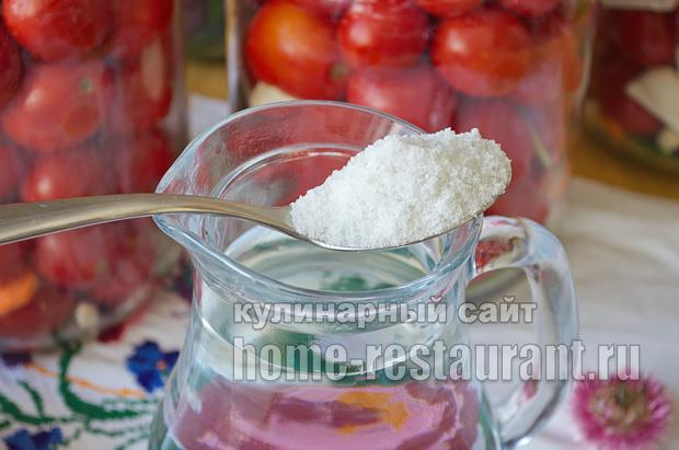 соленые помидоры на зиму в банках фото_3