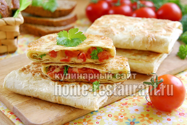 Конвертики из лаваша с сыром и помидорами фото_03