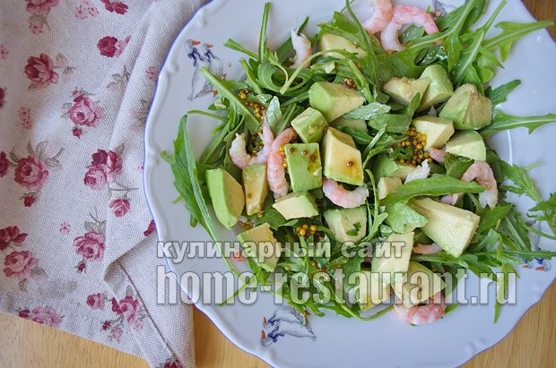 Салат с рукколой креветками и авокадо фото_6