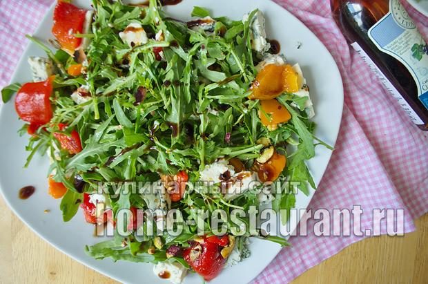 Салат с руколой, голубым сыром и запеченным перцем_7