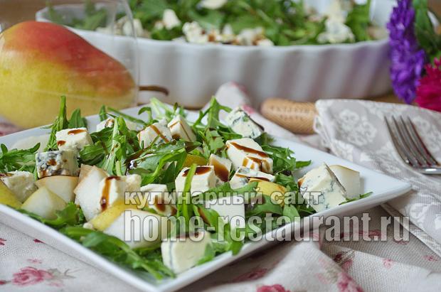 Салат с руколой, грушей и голубым сыром_6