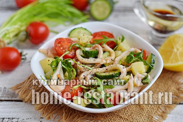 Салат с кальмарами, овощами и рукколой_09