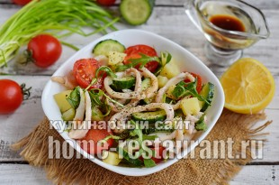 Салат с кальмарами, овощами и рукколой_10