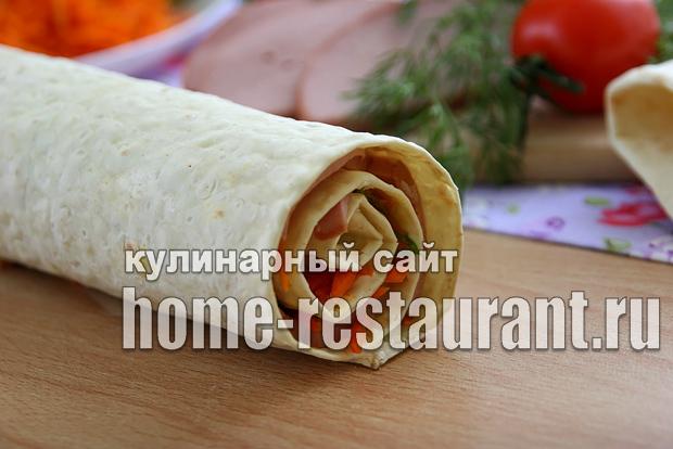 Рулет из лаваша с корейской морковкой и колбасой_5