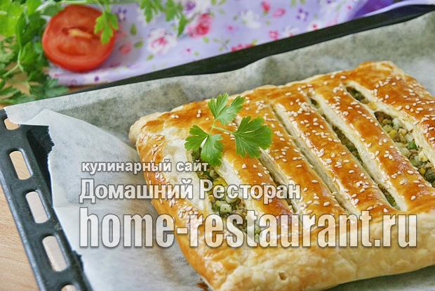 Пирог из слоеного теста с рыбными консервами фото_3