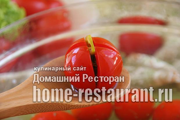 Малосольные помидоры с чесноком и зеленью фото_05