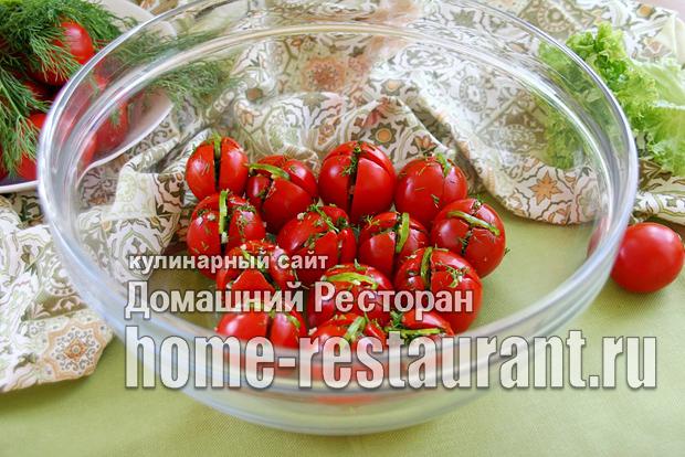Малосольные помидоры с чесноком и зеленью фото_16