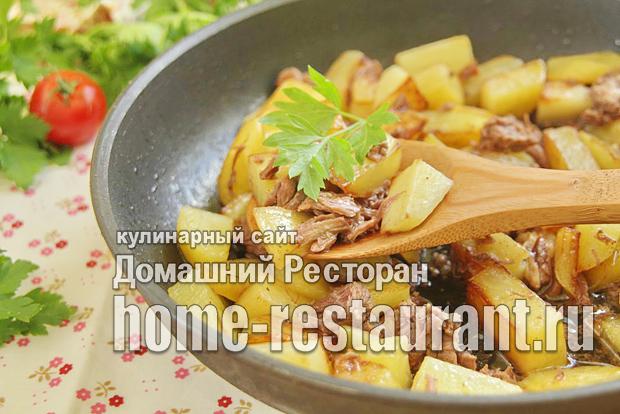 Картошка с тушенкой на сковороде фото _9