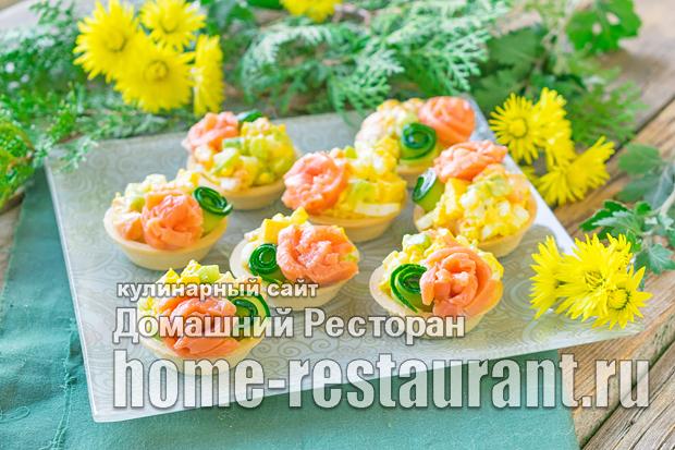 Тарталетки с красной рыбой и салатом фото_4