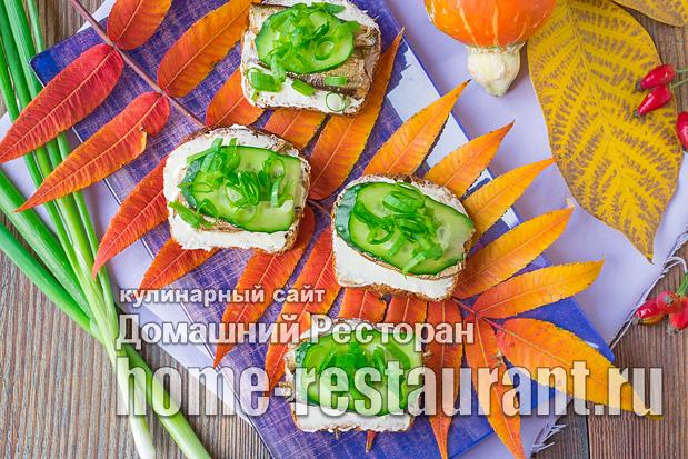 бутерброды со шпротами и свежими огурцами фото