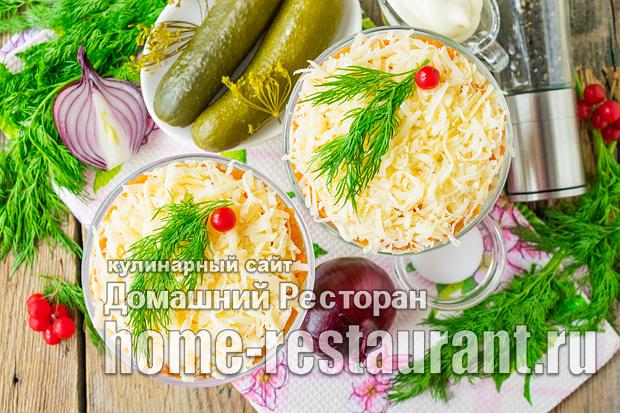 Салат с горбушей и маринованными огурчиками