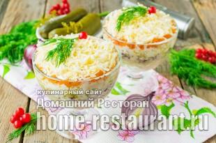 Салат с горбушей и маринованными огурчиками фото