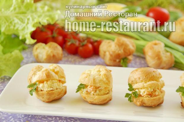 Закусочные профитроли с сырным салатом фото
