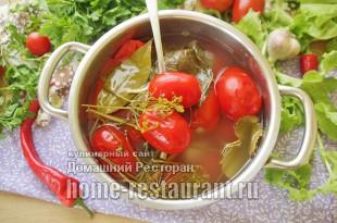 Квашеные помидоры в кастрюле фото