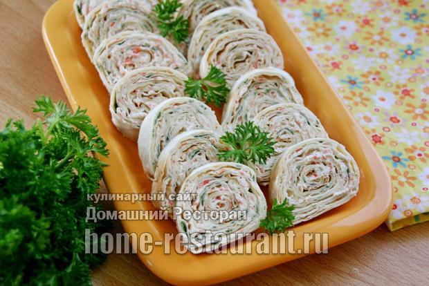 Крабовый салат в лаваше с сыром