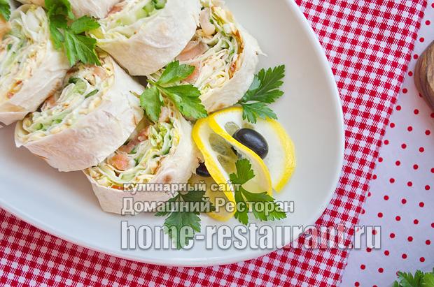 Сочная начинка с красной рыбкой, огурцом и пекинской капустой