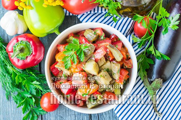 Салат из запеченных баклажанов и перца фото