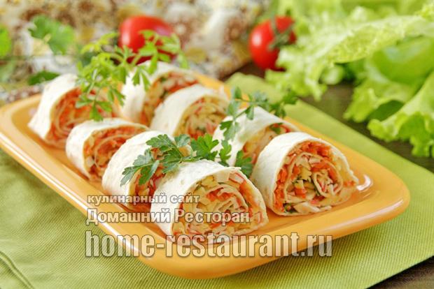 Лаваш с крабовыми палочками, корейской морковью и сыром фото