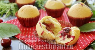 Кексы с шоколадом внутри с вишней и лимонной цедрой фото