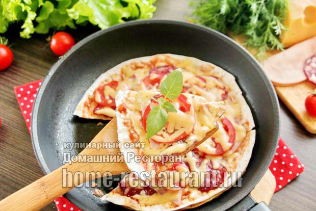 Пицца из лаваша на сковороде фото