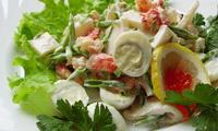 салат с морепродуктами и икрой