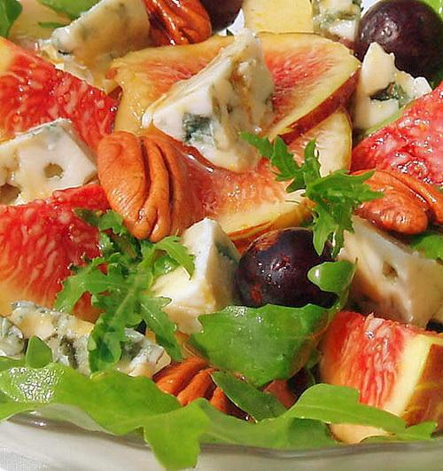 Салат с сыром с плесенью