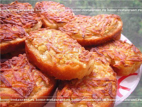горячие бутерброды на сковороде с колбасой и сыром с фото