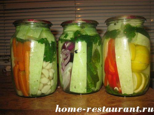 ассорти из овощей на зиму с кабачками и капустой
