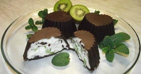 Домашние сырки в шоколаде с фруктами