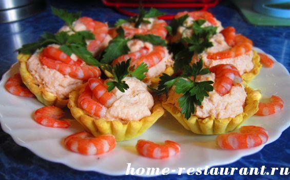 Тарталетки с креветками и крабовой пастой