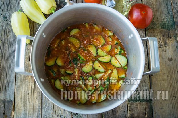 салат из огурцов на зиму в томатной заливке_6