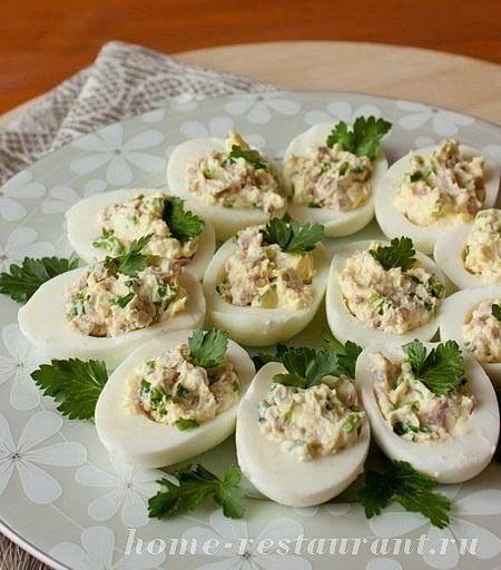 Фаршированные яйца: рецепты с фото