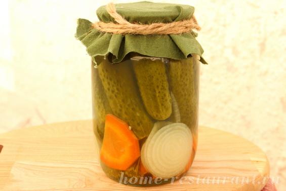 Маринованные огурцы без стерилизации с морковью и луком